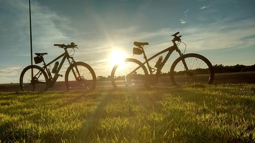 Сирдарёда кластер ишчилари велосипедларда халқаро йўлни тўсиб қўйди