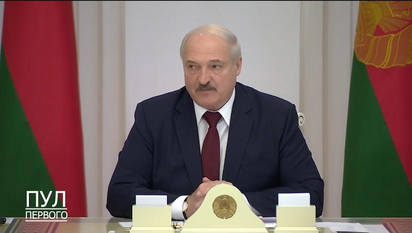 Лукашенко намойишда қатнашган талабаларни ўқишдан ҳайдашни талаб қилди