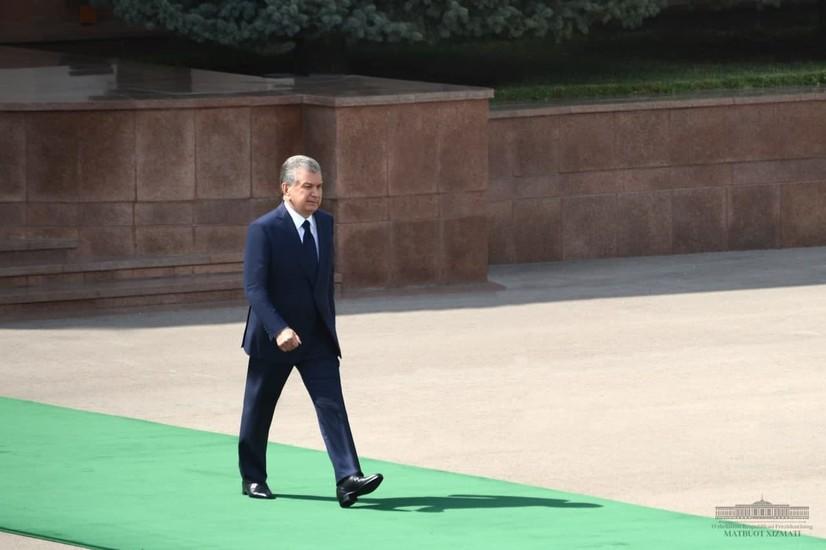 Шавкат Мирзиёев Туркманистонга жўнаб кетди