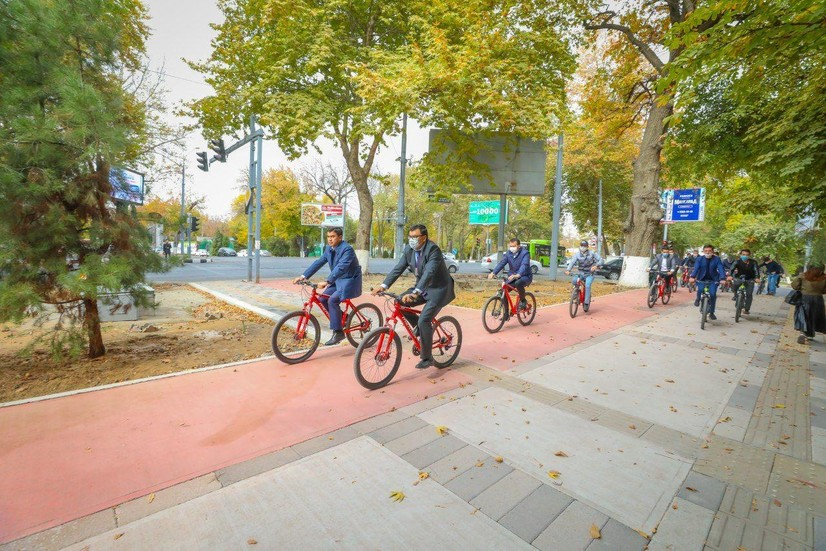 Бош вазир ўринбосари велосипедда бу йил пойтахтда қурилган 20 км велойўлакчаларни кўздан кечирди