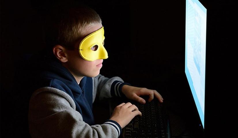 11 ёшли хакер ўз отасидан 137 минг доллар ундиришга уринди
